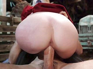 19yo Kara Lee rides make an issue of obese load of shit outdoors