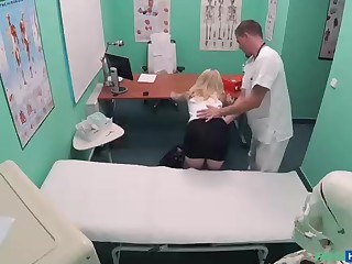Platinum-Blonde high-priced with puny breast is having casual fuckfest with her medic, in his office