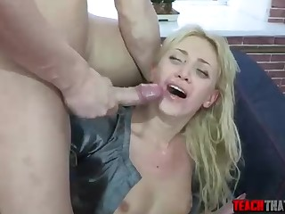 Wild blondie had casual orgy with her manager, with an increment of concluded up fired in rub-down the end