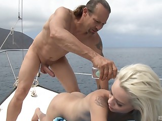 Teensy-weensy skinny blonde Elsa Jean deepthroats a long cock insusceptible to a rowing-boat
