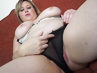 Fat fair-haired mature amateur Laura L. stuffs her pussy with a dildo