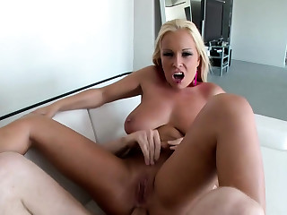 Jessica wants to get her butt fucked