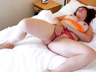 Chubby mature Amber Leigh plays with say no to pussy in get under one's morning