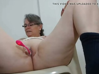 frying milf has say no to first vibrator on high cam in say no to pussy