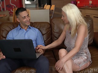 Aged housewife Szandi is having unsound sex fun with young realtor