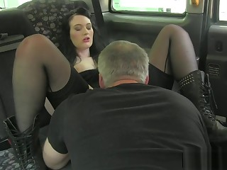 Bigass euro pussylicked by taxi tweeny