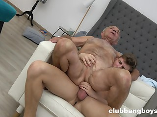 Old panhandler enjoys anal sex with a much younger sponger