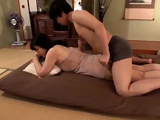 Japanese milf toys say no to pussy in the shower