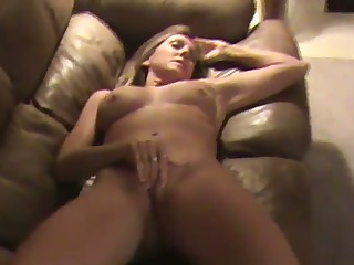 This MILF is four helluva masturbator and she does her thing effortlessly