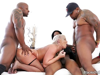 Make an issue of big ass mature loads her tiny holes with fresh BBC