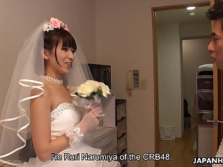 Japanese bride gives a blowjob to a handful of of lucky clients