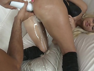 Hot babes hard fuck with respect to the pain in the neck on the anal-cream party #1