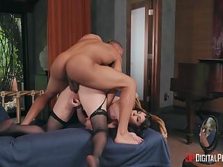 Iconic MILF Dana DeArmond gets dicked like never in the lead