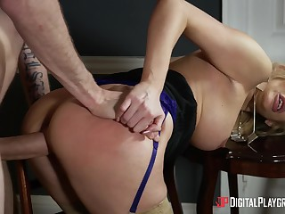 Curvy ass cougar sure wants this bestial inside her