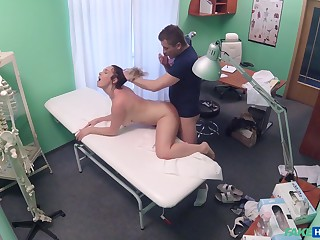 Pulchritudinous Casey Brennan taps secure her doctor's bedside manner