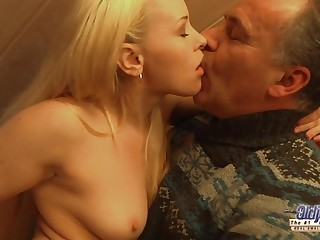 Exciting Blondie Rides Materfamilias Guy's Penis