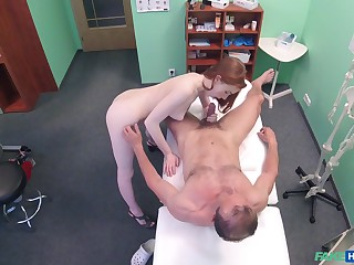 Amateur recorded in shut when dealing the doctor's penis