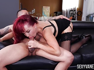 Mature wonder Sexy Vanessa works out a deal with their way teacher
