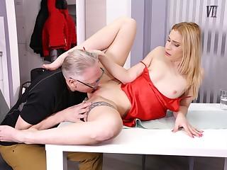 DADDY4K. Faithless blondie convinces boyfriends old dad